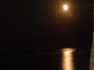 το αυγουστιάτικο φεγγάρι